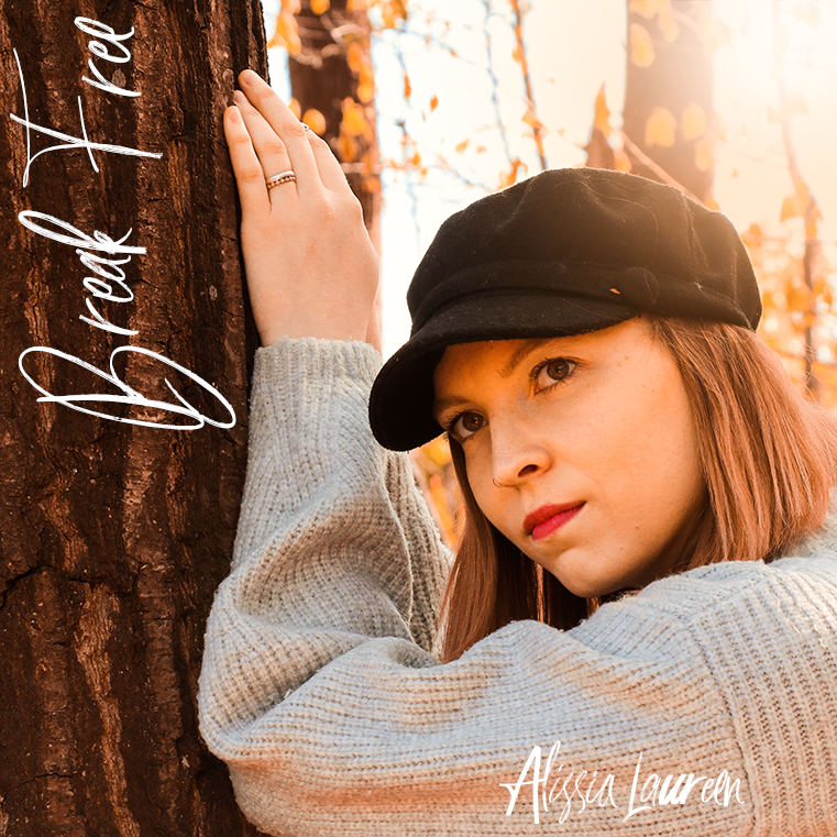 Cover Single Break Free by Alissia Laureen, girl is leaning on tree an looks dreamy